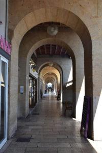 Galerie à Arcades du quai de l'hôtel de ville Marseille
